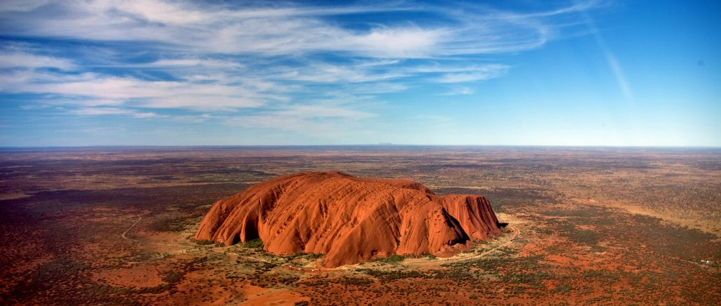 uluru_helicopter_view